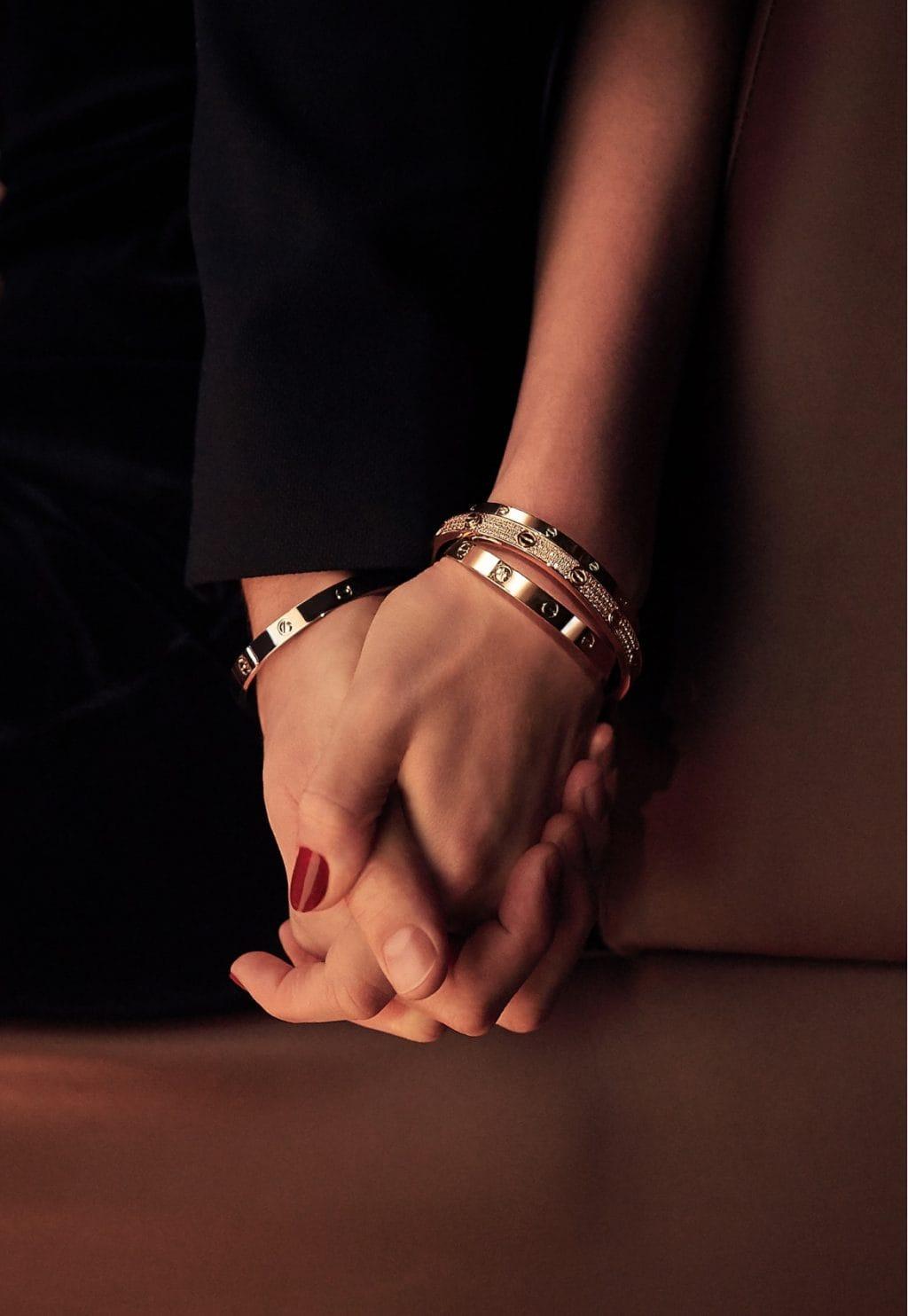 وقعنا في حب مجموعة Love من مجوهرات Cartier بشكلها الناعم الجديد